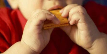 Comment faire accepter un nouvel aliment à bébé ?