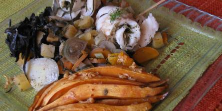 Filet de loup sur lit de légumes croquants au sésame, patate douce rôtie