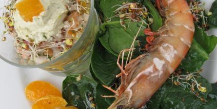 Verrines de gambas, mandarine et avocat à la thaï, crème au wasabi