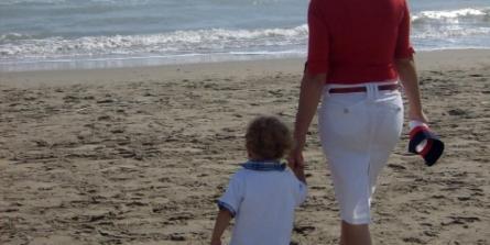 Faut-il pousser son enfant à marcher le plus tôt possible ?
