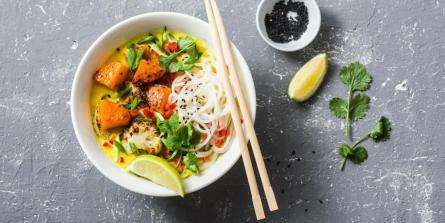 Soupe thaïlandaise revisitée au curry et au lait de coco