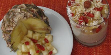 Tartare d'ananas et baies de goji sur crème souchet-coco