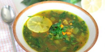 Soupe de chou kale au curcuma